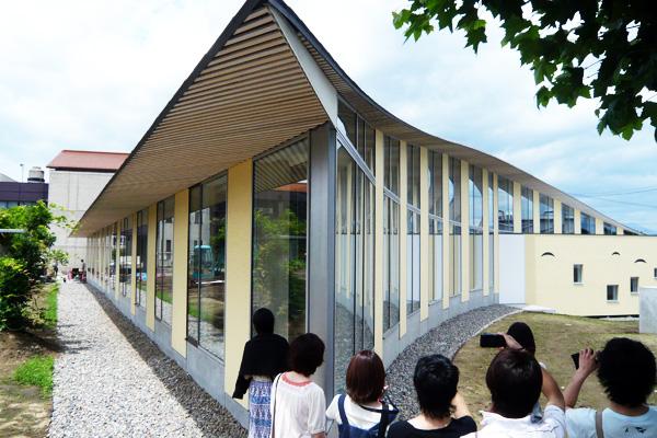 小布施町立図書館外観