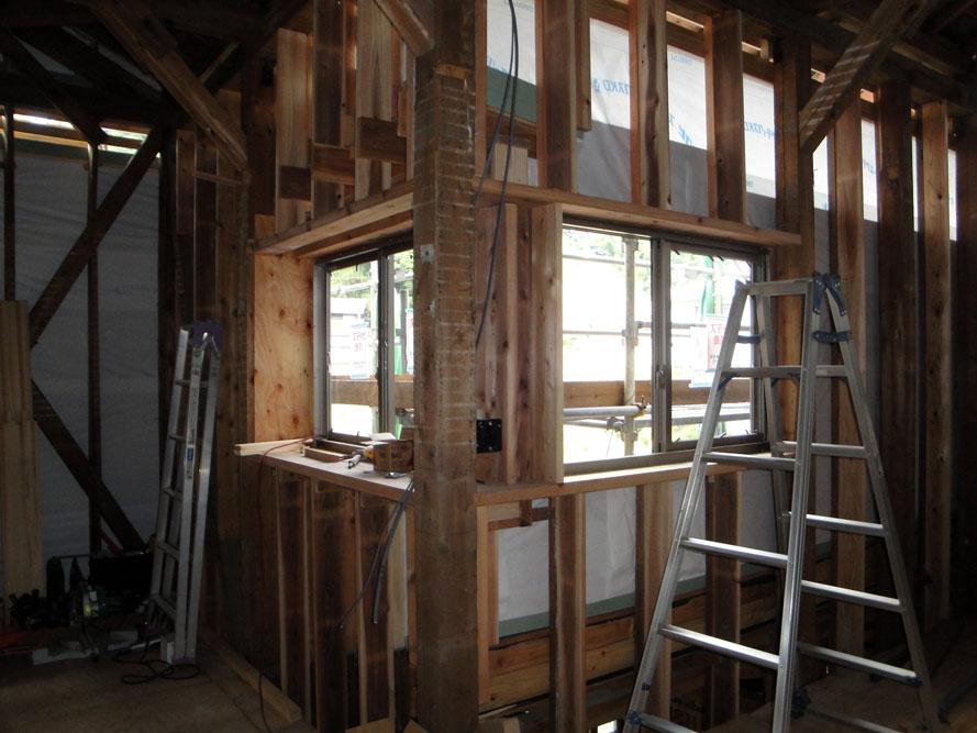 20100919-2F展示室前で窓ブログ.jpg