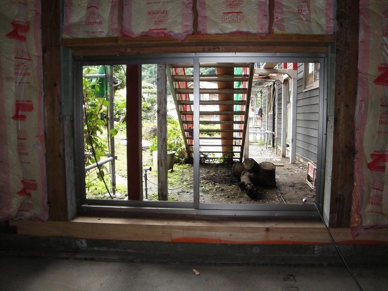 20101006-8階段下窓.jpg
